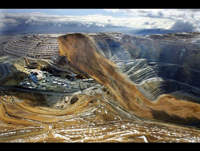 Massive landslide damages Kennecott\'s Bingham Canyon Mine