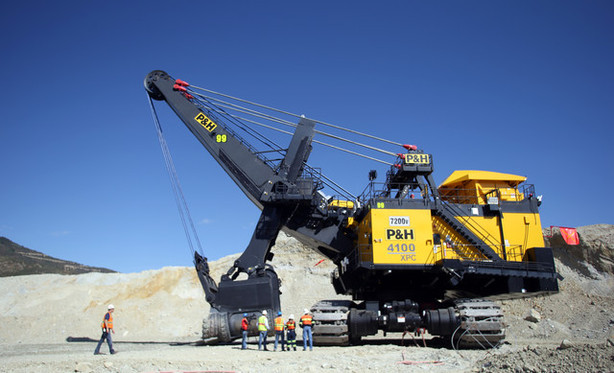 1,800 ton machine clears dirt from Kennecott mine ...