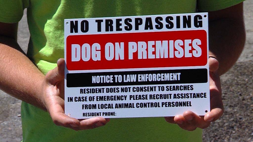 Controversial 'No Trespassing' sign popular among animal lovers