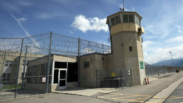 2 corrections officials resign in wake of crimes by halfway house