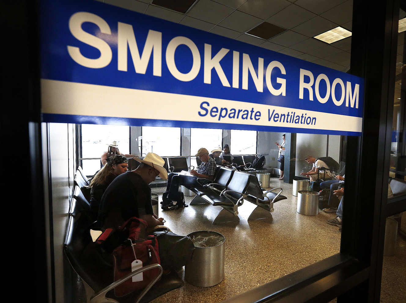 Salt Lake City to begin phasing out smoking rooms at airport