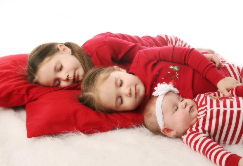 фото спящих сестер