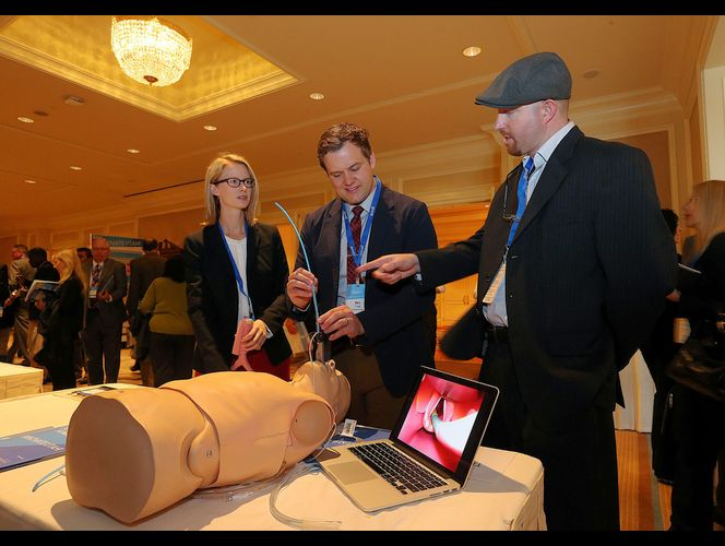 U. students, doctor develop device to make intubation easier on patients
