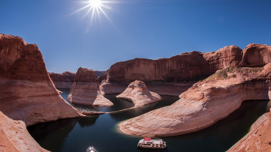 Mother at Lake Powell dies after rescuing her 2-year-old son