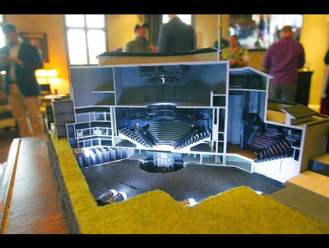 Hale unveils new model of Sandy theater, encourages public donations