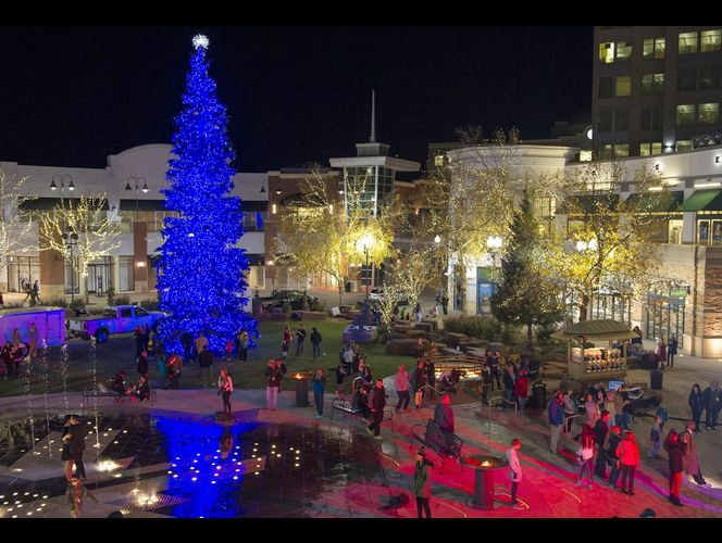 Gateway kicks off holidays with S.L.\'s first tree lighting of the season