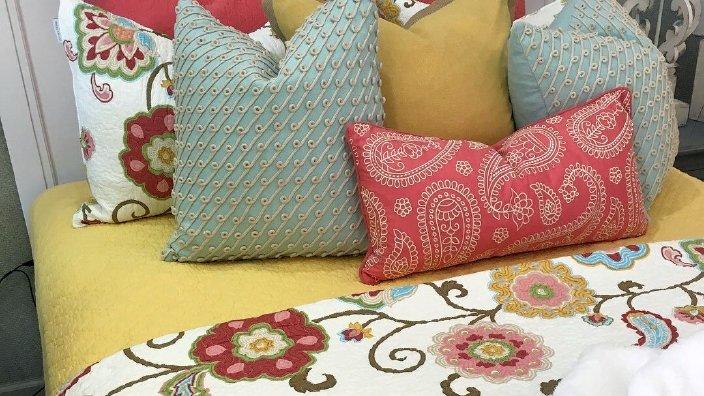 floral_bedding.jpg
