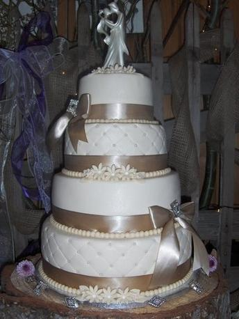 3 Tier Round Or Square Weddingcakes.250.00 Or Less | Wedding ...