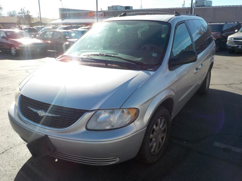 2003 SILVER Chrysler Town & Country for sale in Washington, UT
