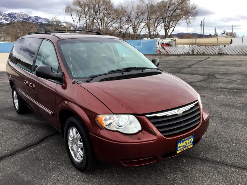 2007 Inferno Red Crystal Pearl Chrysler Town & Country for sale in Nephi, UT