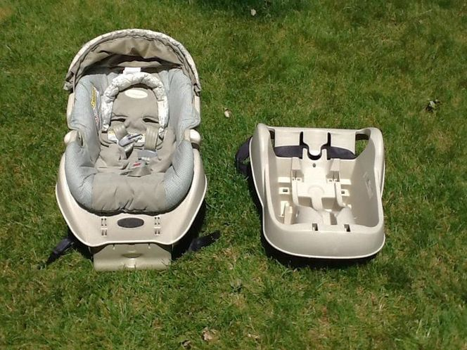 Car seat with extra base for sale in Plain City , UT