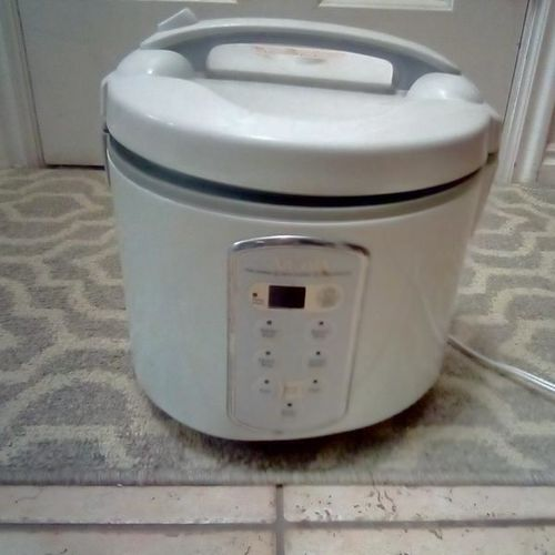 Aroma rice cooker, slow cooker, food steamer for sale in Plain City , UT
