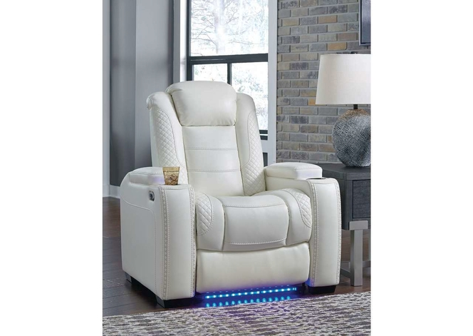 370 White Reclining Chair for sale in Midvale , UT