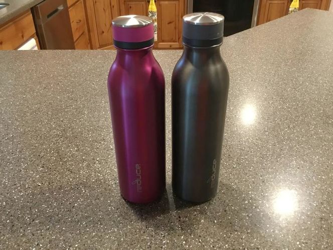 Two 28 oz Insulated Water Bottles for sale in Layton , UT