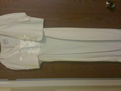 Selling a beautiful white dress