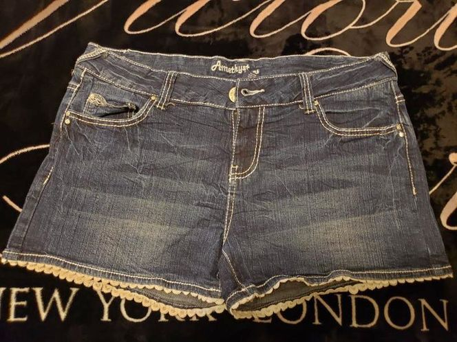 Women's Size 13 Shorts! for sale in Ogden , UT