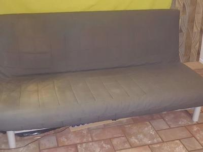 Nice Futon Couch / Bed - quickly convertible
