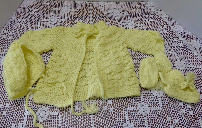 Beautiful Vintage Handmade Crochet / Knit Yellow Baby / Doll Sweater, Hat & Booties In New Condition for sale in Taylorsville , UT