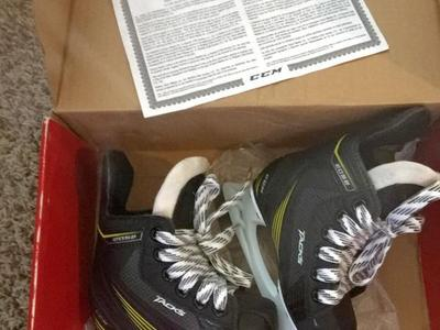 Ccm youth (kids) 8.5 hockey skates new