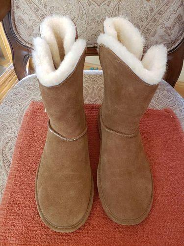 NEW BEARPAW WOMEN'S BOOTS SIZE 10 for sale in Herriman , UT