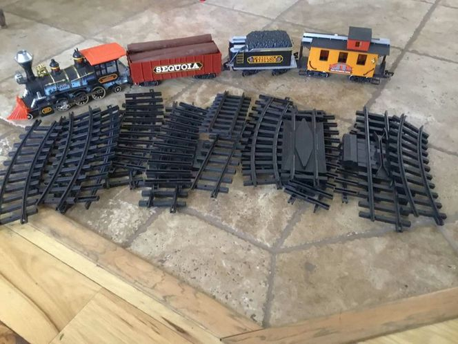 BRAND NEW BATTERY OPERATED TRAIN SET for sale in Herriman , UT