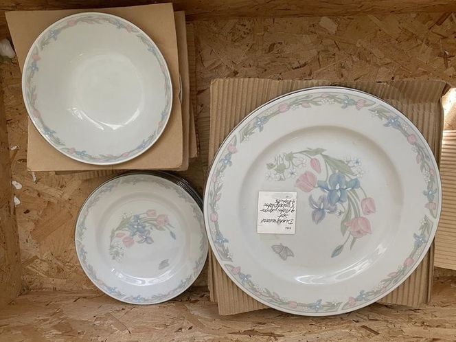 Beautiful Illusions china set plates and bowls for sale in Murray , UT