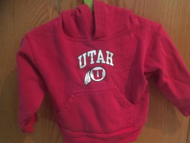 2T Hoodie and sweater $5 for sale in South Salt Lake , UT
