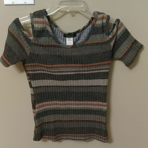 BEWARE SIZE XL SWEATER LIKE NEW for sale in Layton , UT