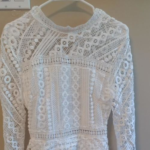 Beautiful white dress!! Size 4-6 for sale in Layton , UT