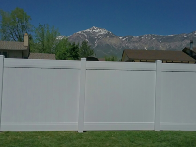 Wholesale Vinyl Fence $11.60/ Ln foot