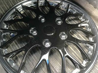 Black and chrome 16 inch hubcap