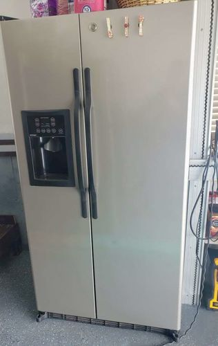 Fridge, microwave, sink, pots, closet doors, garba for sale in West Valley City , UT