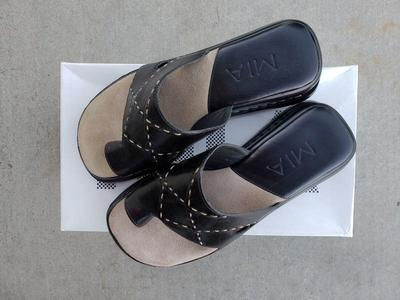 *NEW* Women's Black Leather Sandals - size 6