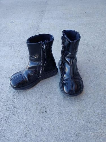 Girl's Black Boots - Made in Italy - size 8 - 9 for sale in Ogden , UT
