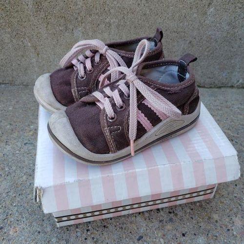 Girls Tennis Shoes Sneakers Wee Squeak - size 6 for sale in Ogden , UT