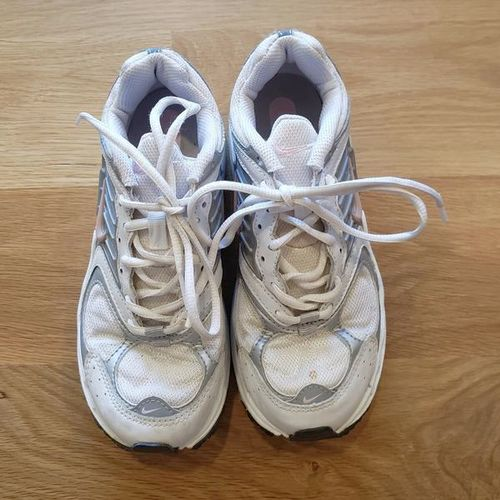 Nike Women's Tennis Shoes - size 6 for sale in Ogden , UT