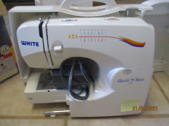White Sewing Machine for sale in Heber , UT