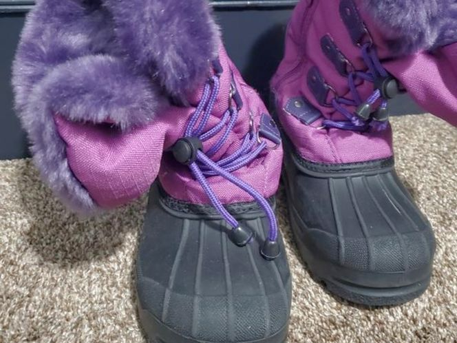 Snow boots for sale in Sandy , UT