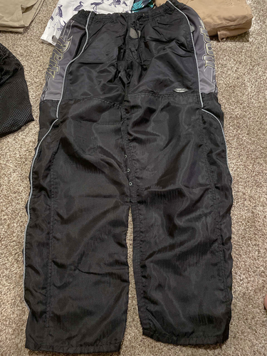 Redz dimension series snow pants fits 34-48 inch for sale in Taylorsville , UT