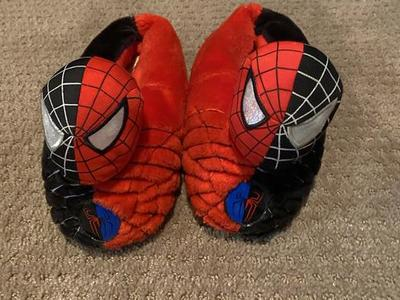 Boys Size 1-2 Spiderman Light Up Slippers
