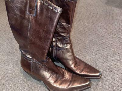 Women's size 6 1/2 BCB Boots