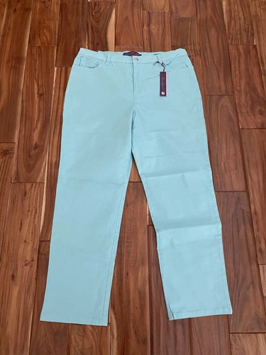 Brand New Women's Size 16 Gloria Vanderbilt Amanda Pants for sale in Woods Cross , UT