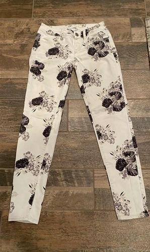 Women's Size 0 American Eagle Pants for sale in Woods Cross , UT