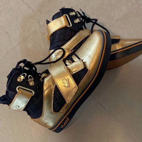 Gold Vlado Shoes Size 5 for sale in Ogden , UT