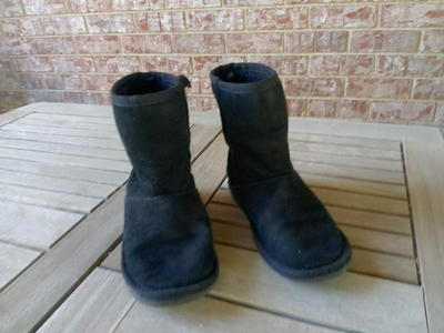 Black boots size 2