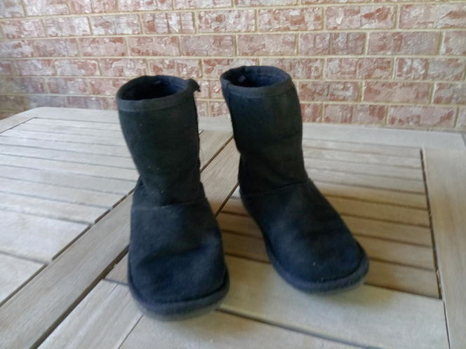 Black boots size 2 for sale in Kaysville , UT