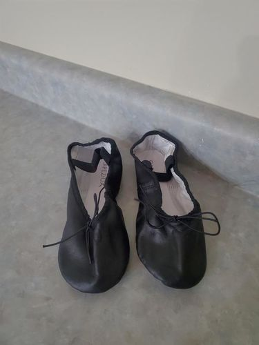 Brand new Capezio size 5M ballet shoes for sale in Kaysville , UT