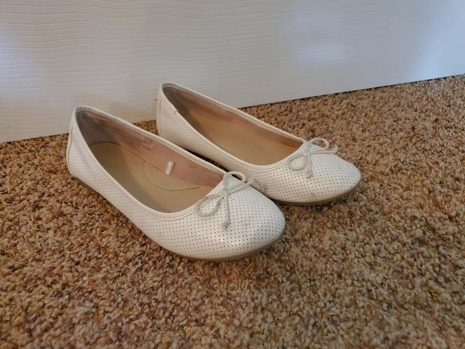 Size 4 white flats for sale in Kaysville , UT