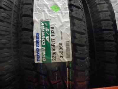 SET OF 225/65R17  TOYO OPEN COUNTRY  A/T