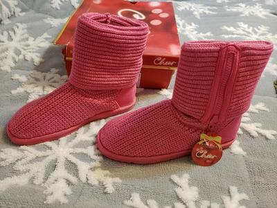 Brand New pink Size 5 girls knit boots
